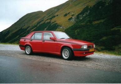 alfa romeo 75 guide history and timeline from classiccars co uk rh classiccars co uk Interior Alfa 75 Alfa 75 Milano
